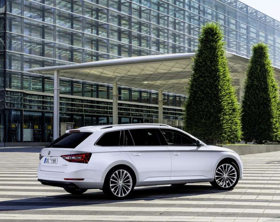 Skoda Superb Wagon, i motori.