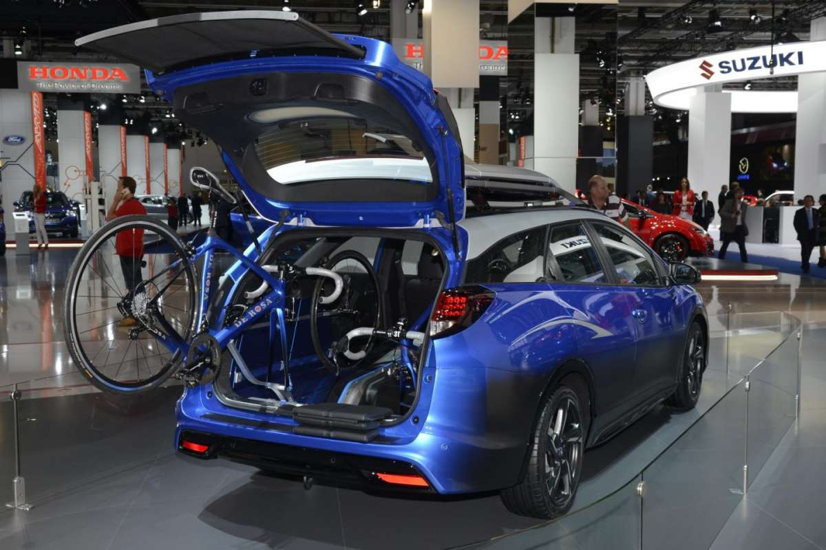 Bagagliaio modificato su Honda Civic Tourer Active Life al Salone di Francoforte 2015