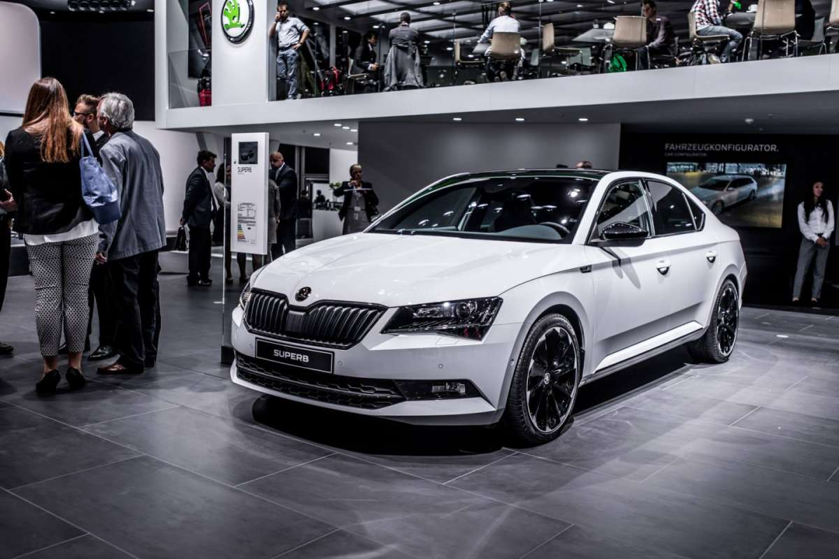 Skoda Superb SportLine berlina al Salone di Francoforte 2015