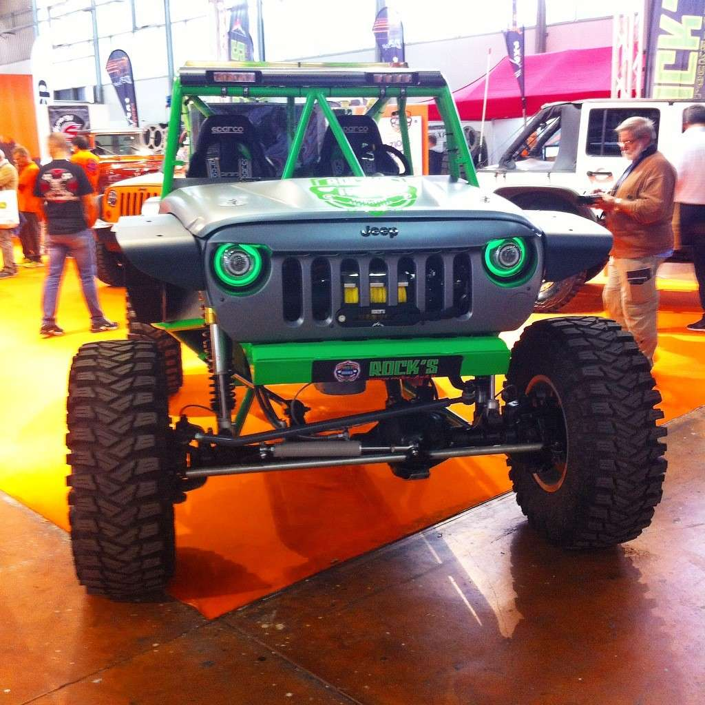 Jeep modificata in carbonio.