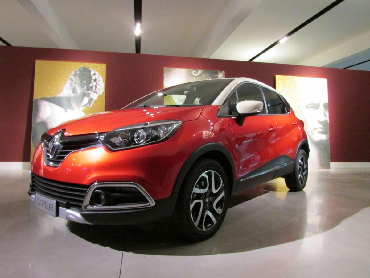 Renault captur iconic e excite la prova su strada delle for Captur excite
