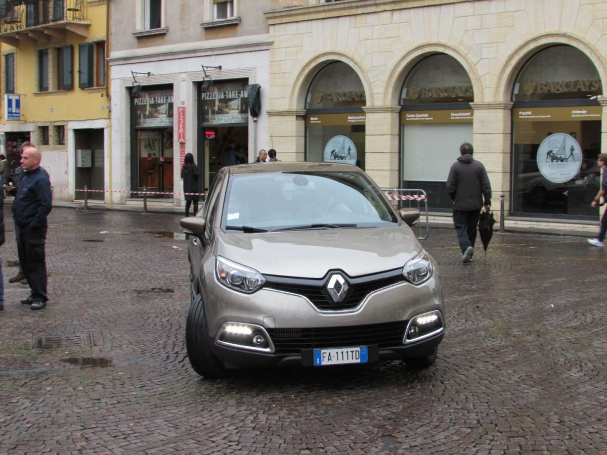 Captur Iconic fari diurni a led