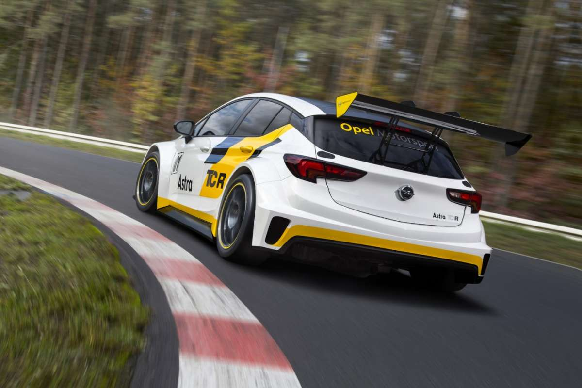 Opel Astra TCR posteriore