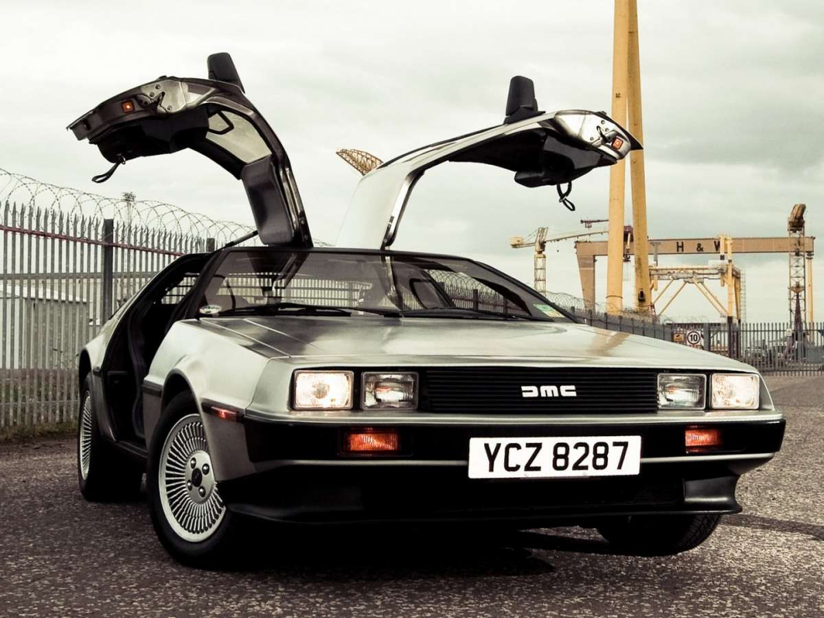 DeLorean DMC-12, fari