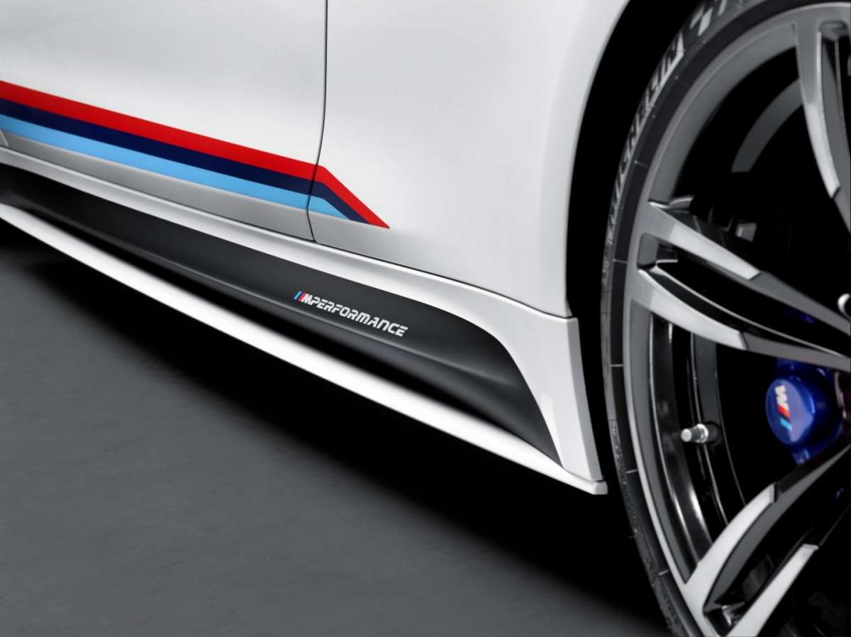 BMW M4 M Performance, minigonne