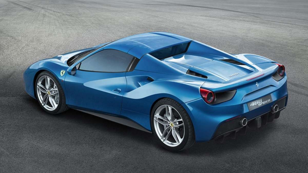 Ferrari 488 Spider, tetto rigido.
