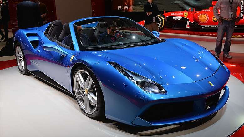 Ferrari 488 Spider, due posti.