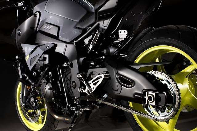 Yamaha MT-10 2016 forcellone