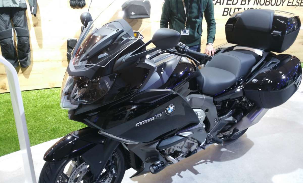 BMW K 1600 GT in livrea scura