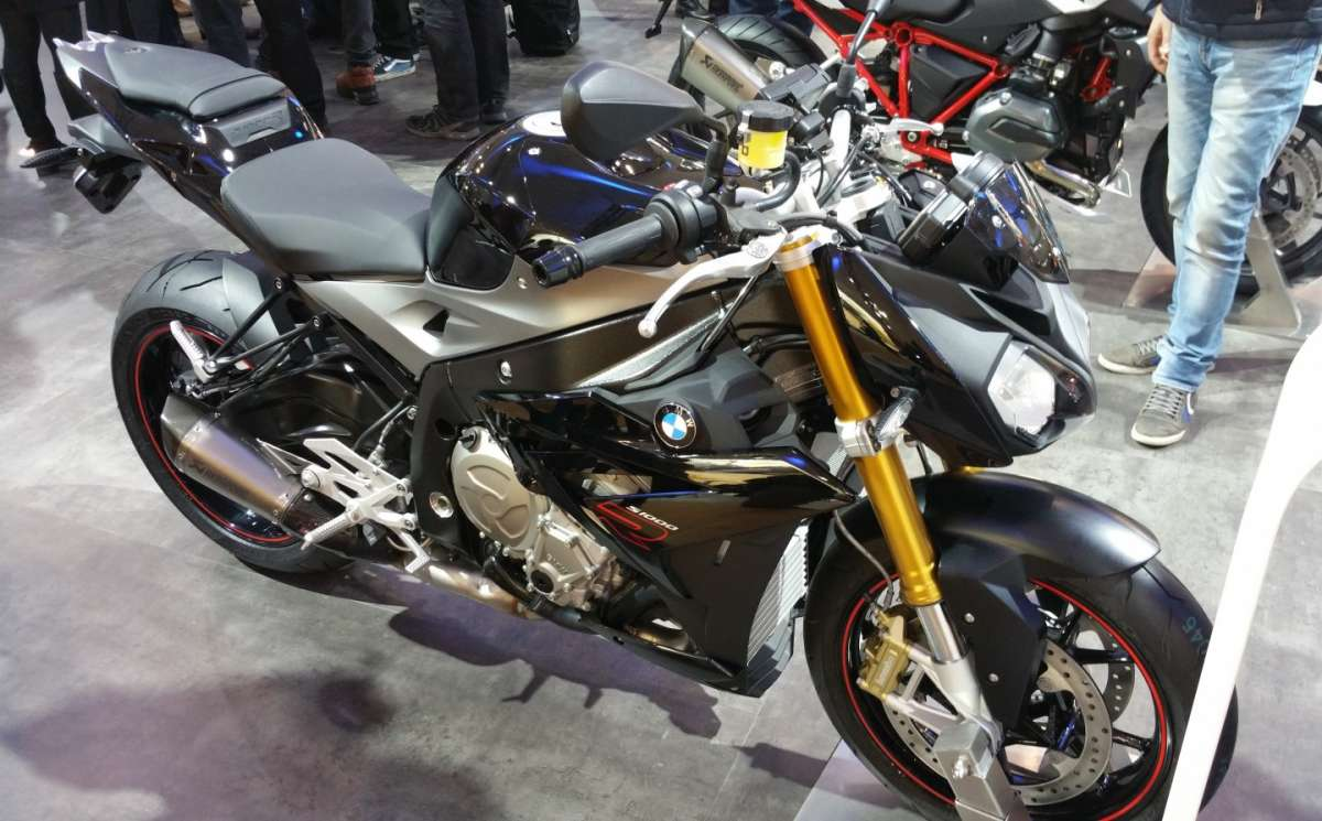 BMW S 1000 R in livrea scura
