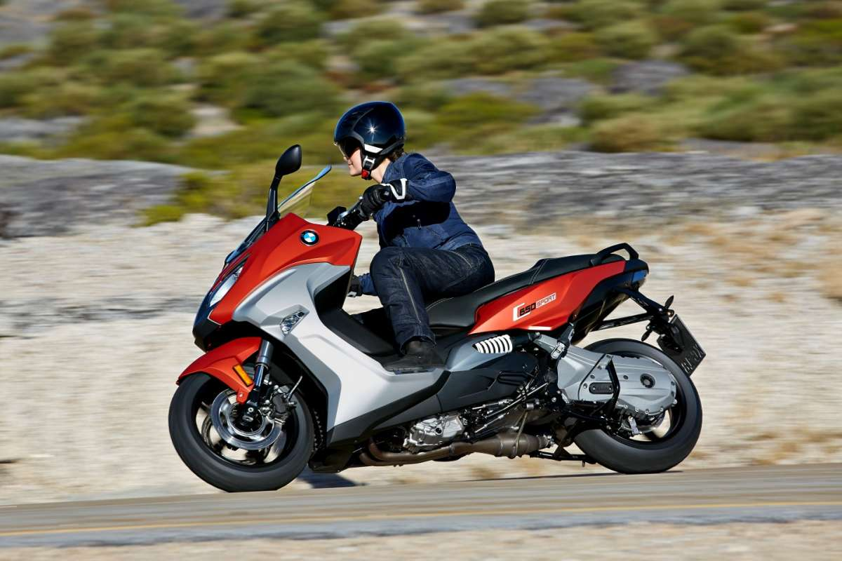 BMW C 650 Sport veloce tra le curve