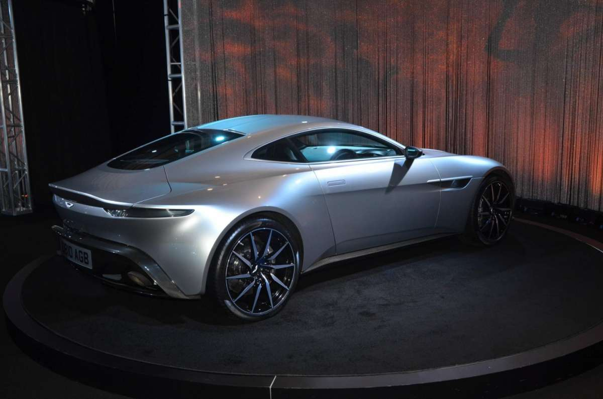 Aston Martin DB10 al Salone di Los Angeles 2015 (2)