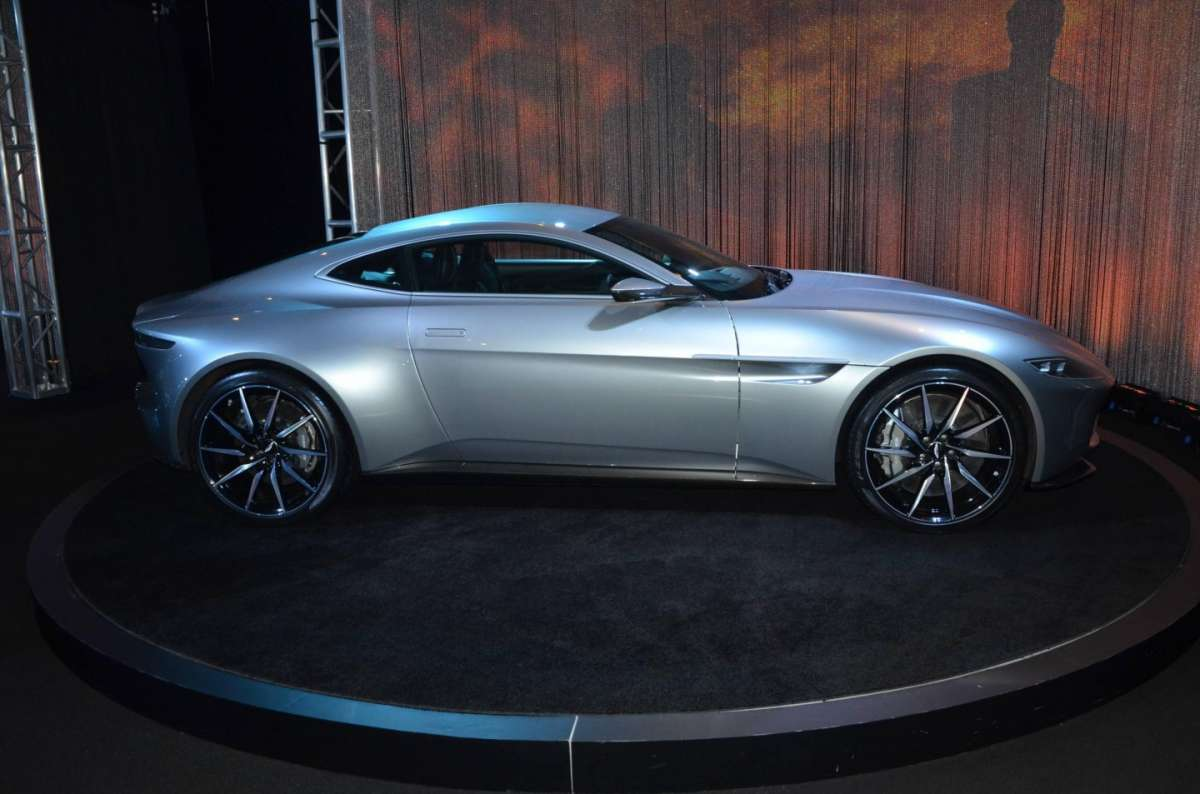 Aston Martin DB10 al Salone di Los Angeles 2015 (3)