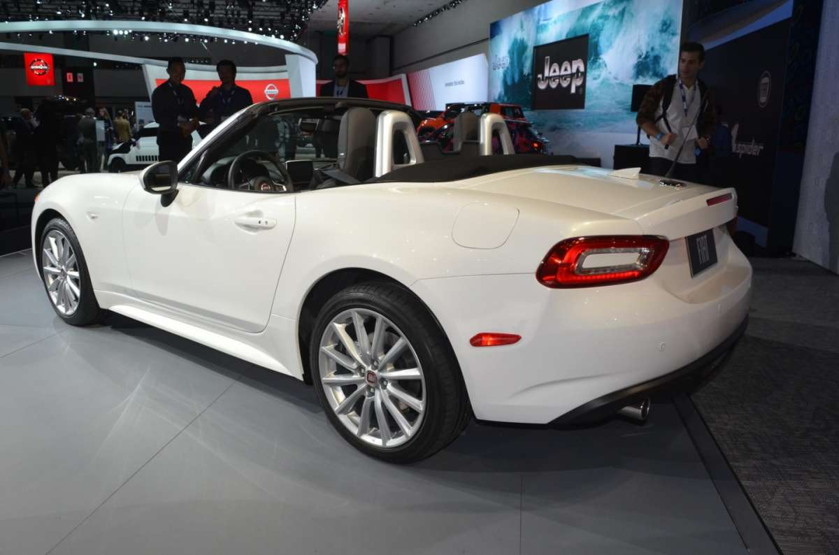 Fiat 124 Spider al salone di Los Angeles 2015 (3)
