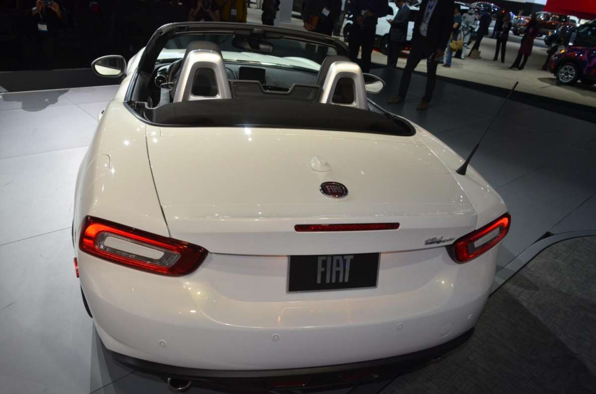 Fiat 124 Spider al salone di Los Angeles 2015 (4)