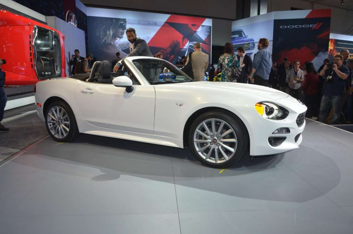 Fiat 124 Spider al salone di Los Angeles 2015 (7)
