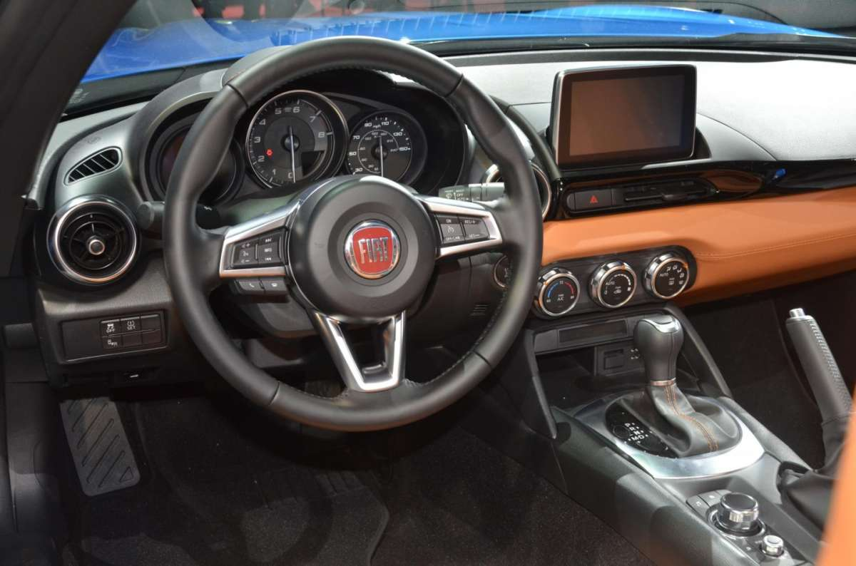 Fiat 124 Spider al salone di Los Angeles 2015 (9)