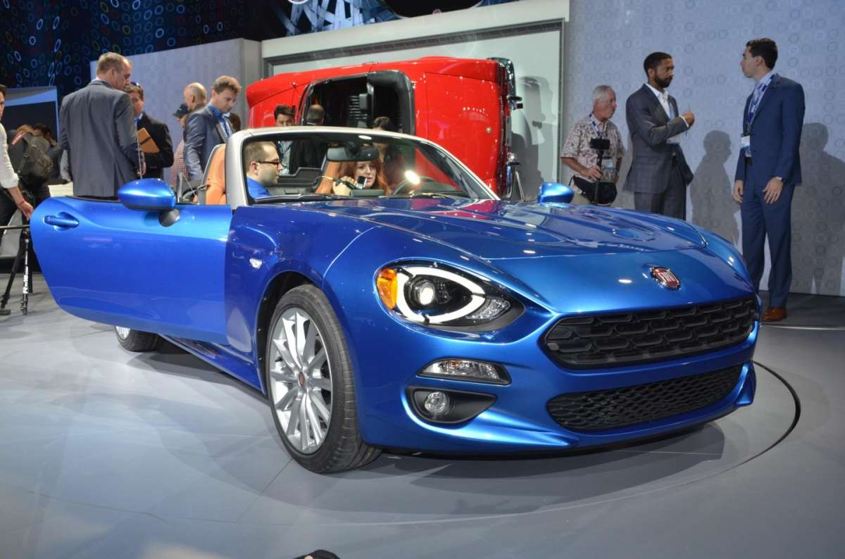 Fiat 124 Spider al salone di Los Angeles 2015 (10)
