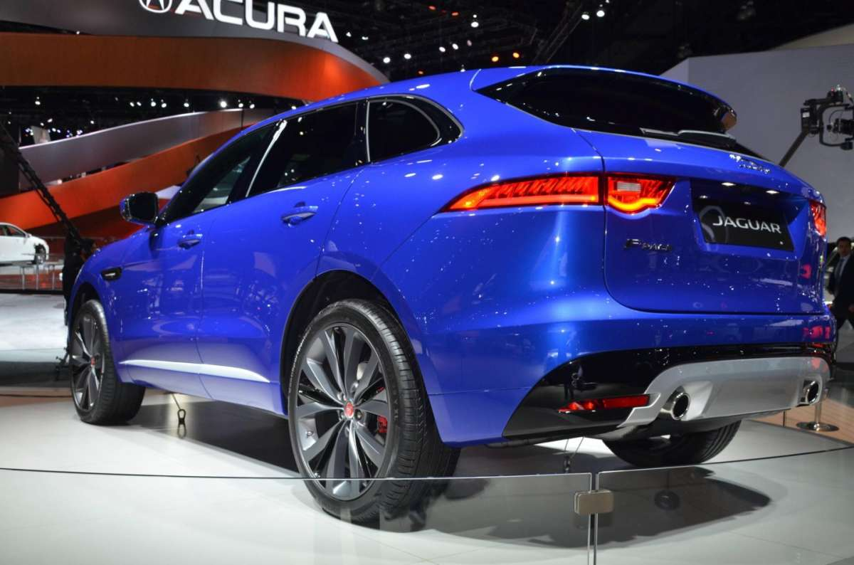 Jaguar F-Pace al Salone di Los Angeles 2015 (3)