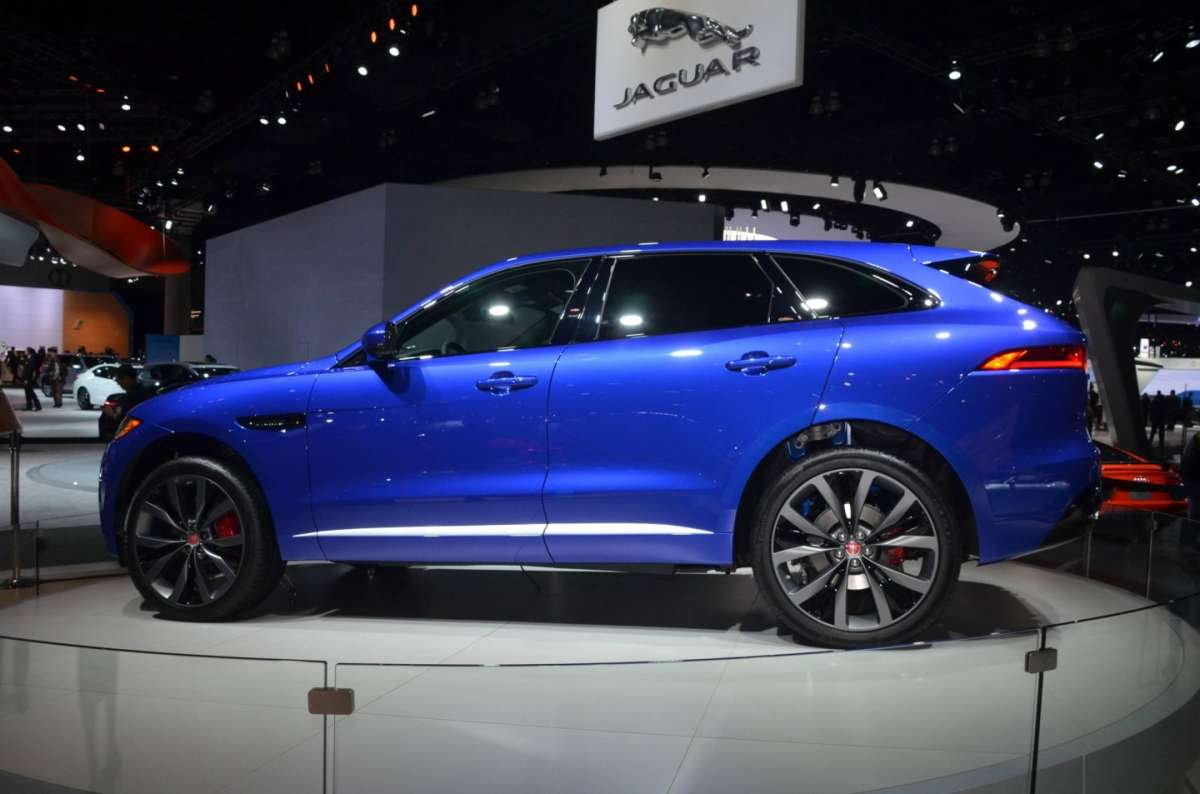 Jaguar F-Pace al Salone di Los Angeles 2015 (4)