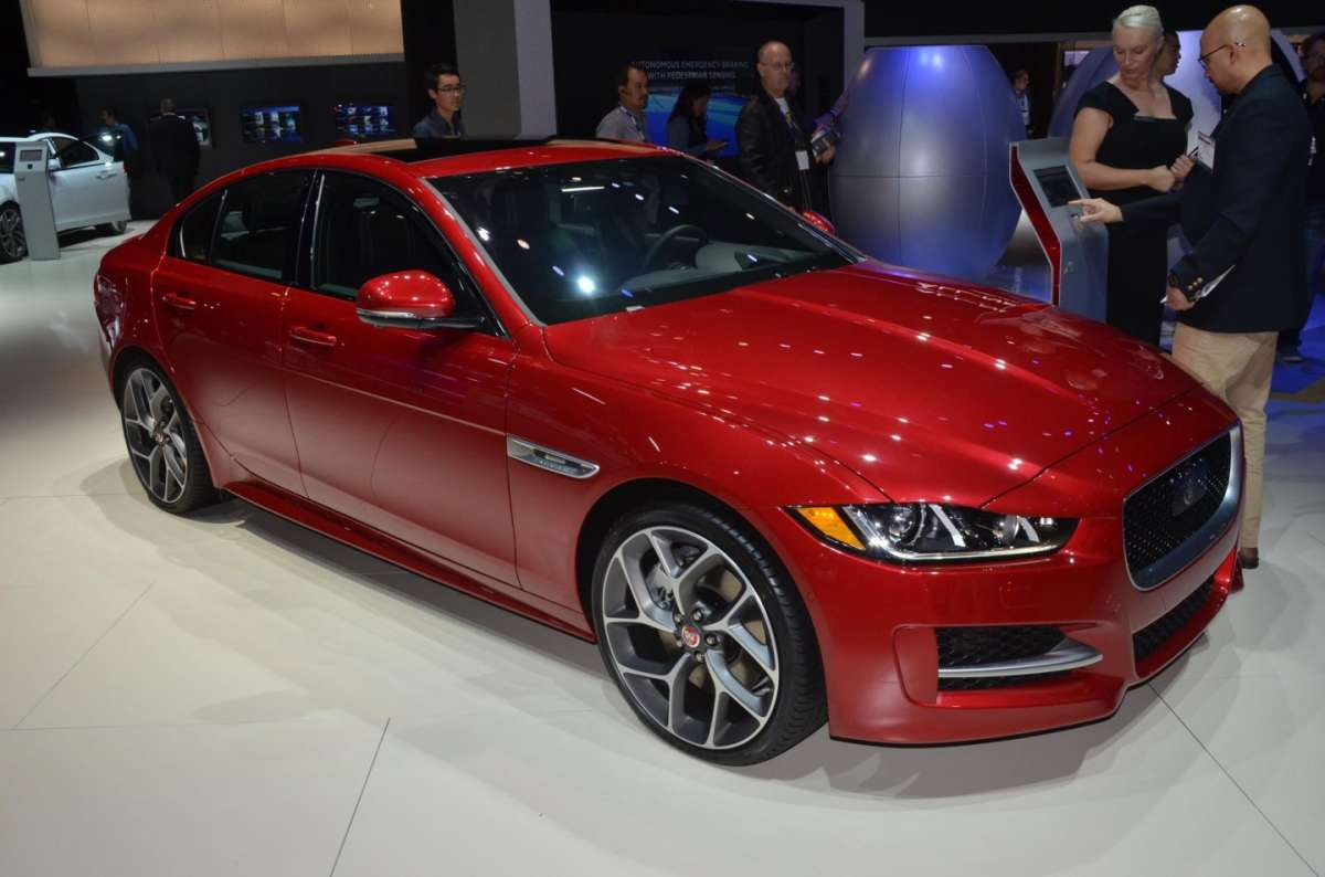Jaguar XE al Salone di Los Angeles 2015 (1)