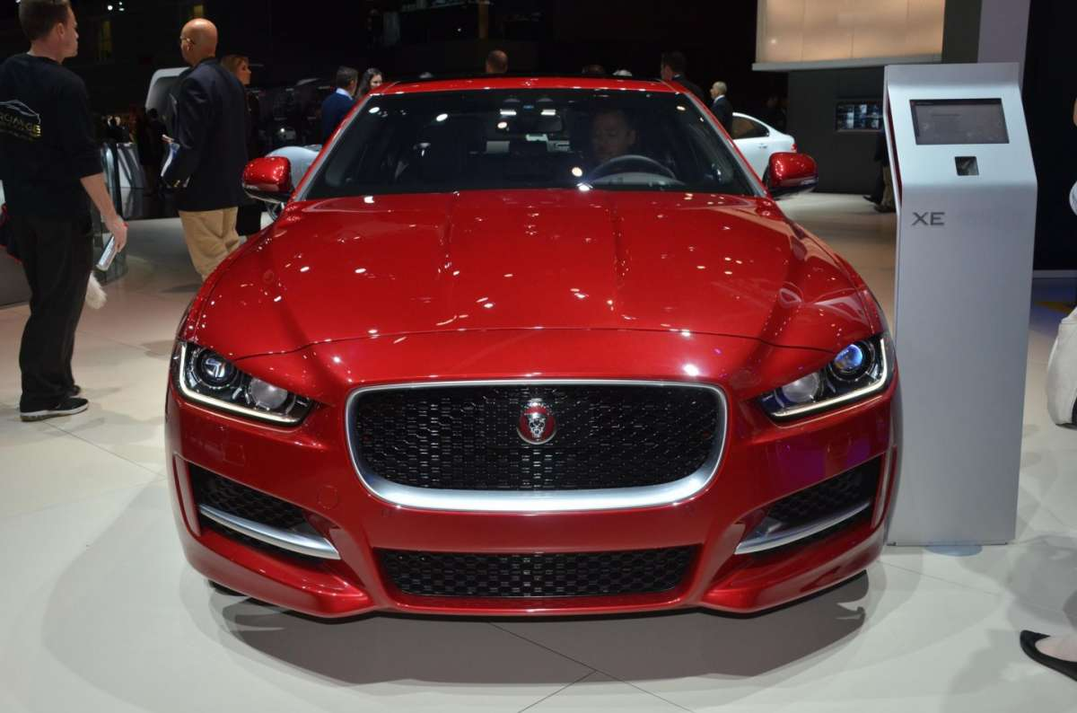 Jaguar XE al Salone di Los Angeles 2015 (3)