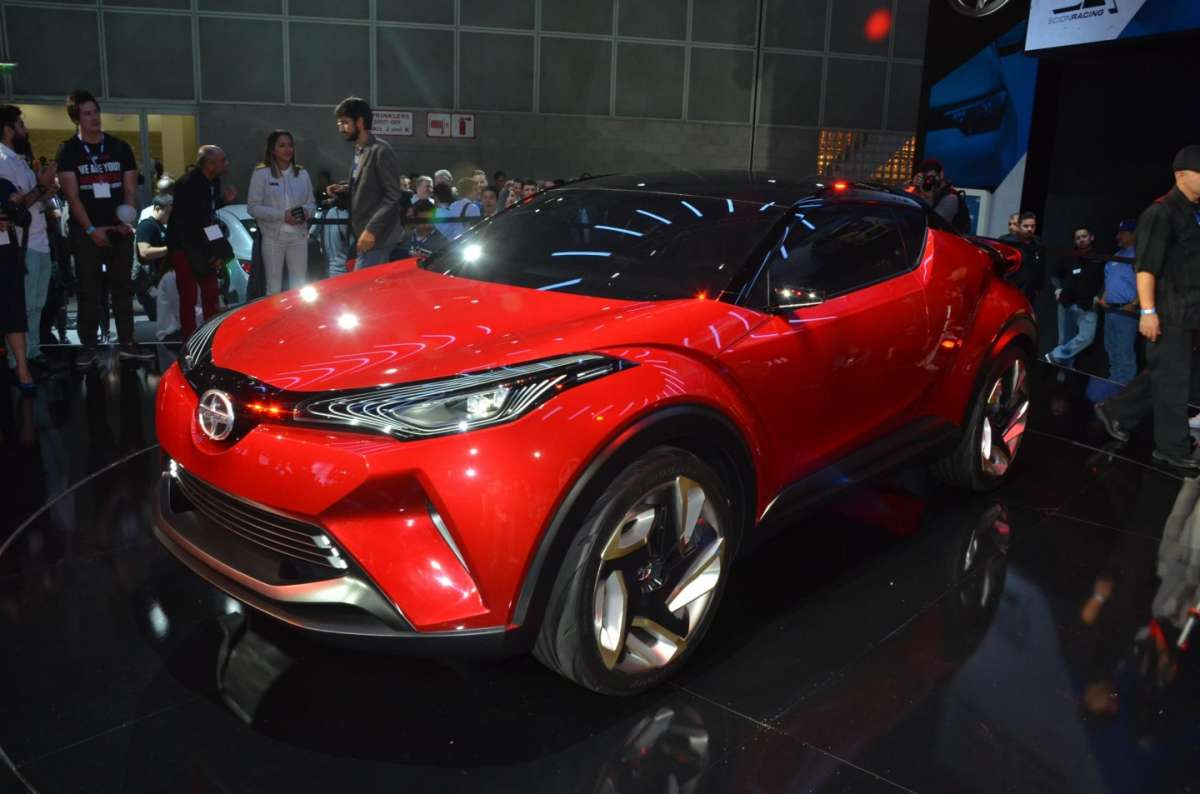 Scion C-HR concept al Salone di Los Angeles 2015 (1)