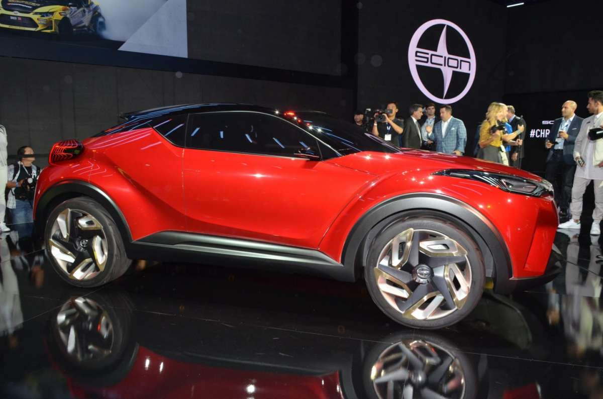 Scion C-HR concept al Salone di Los Angeles 2015 (3)