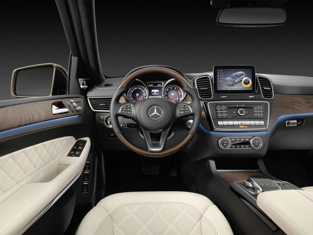 Mercedes GLS 2016 interni: multimedia