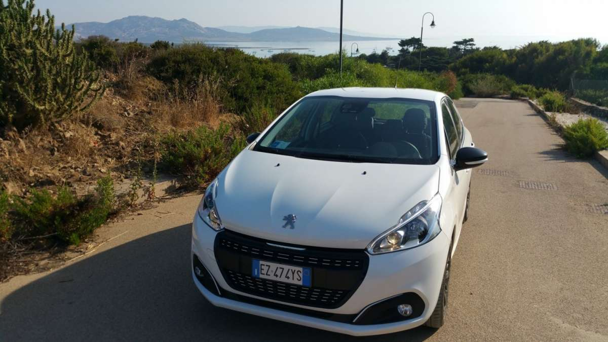 Peugeot 208 2015 fronte