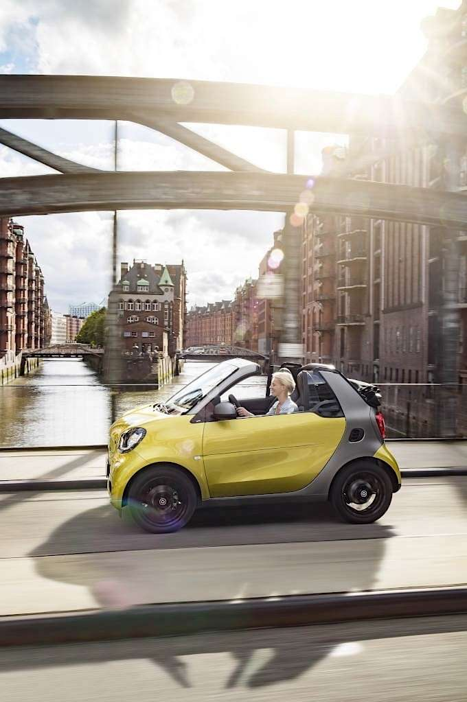 Smart ForTwo Cabrio guida ein plein air.
