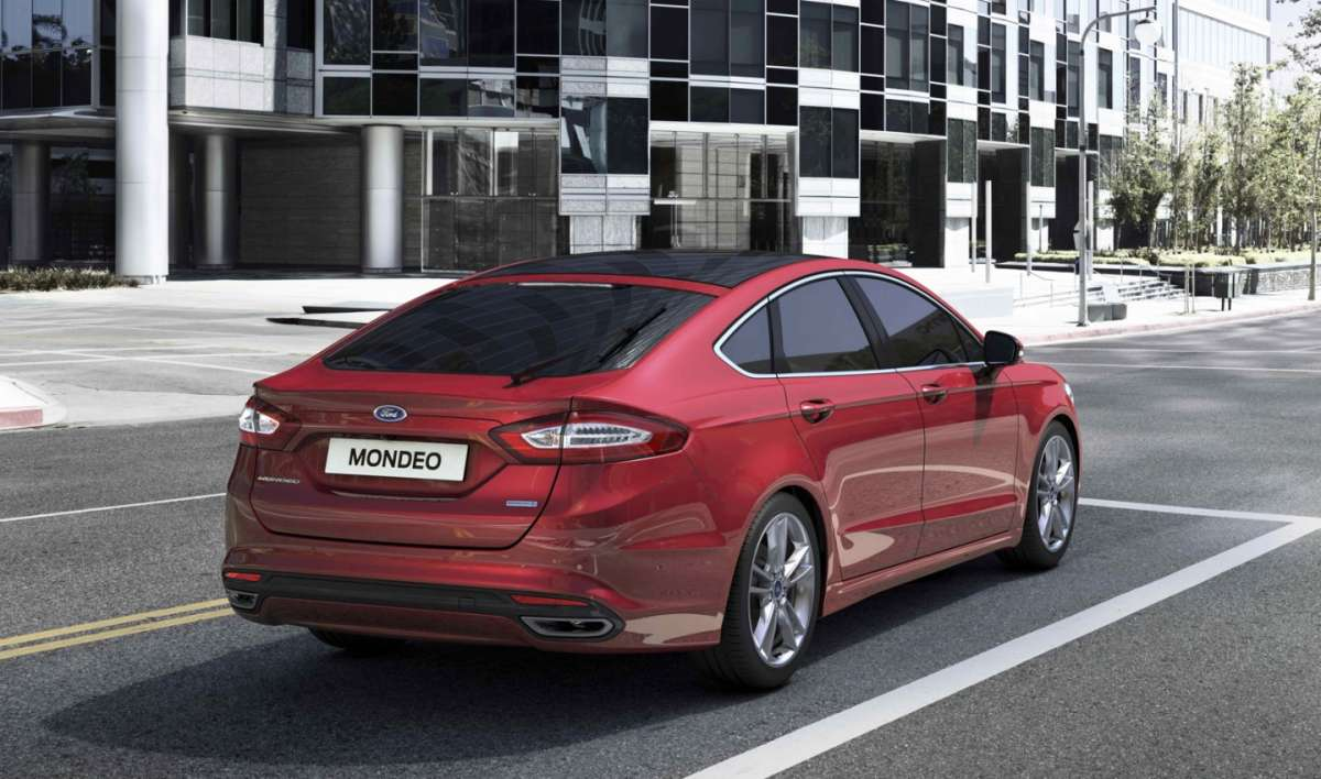 Ford Mondeo dietro