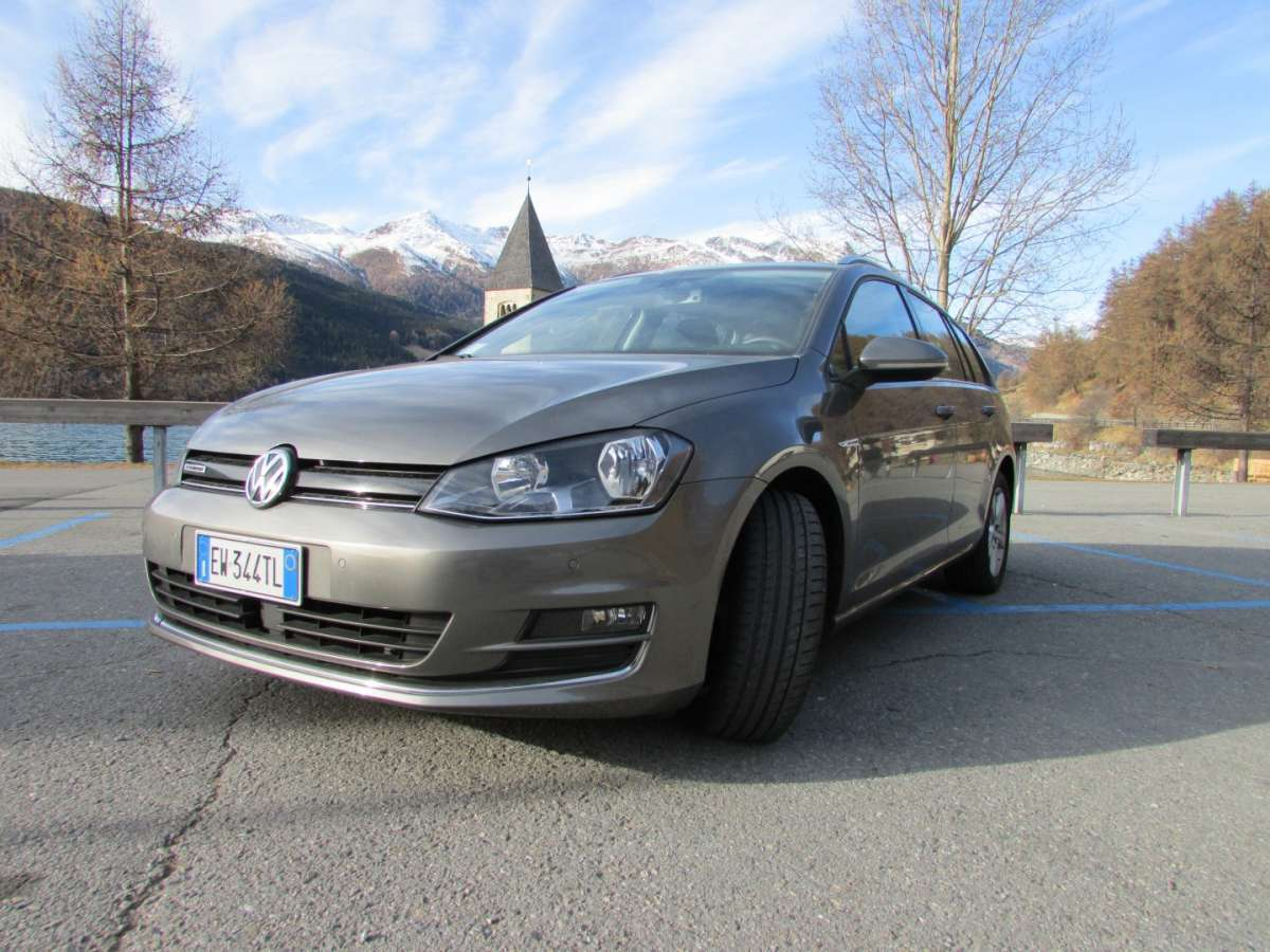 Golf Variant TGI color grigio scuro