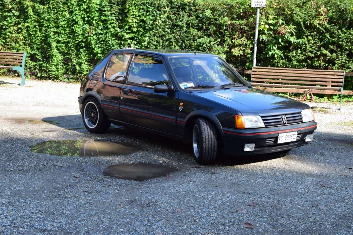 Peugeot 205 GTi 1.9 16V Gutmann laterale anteriore