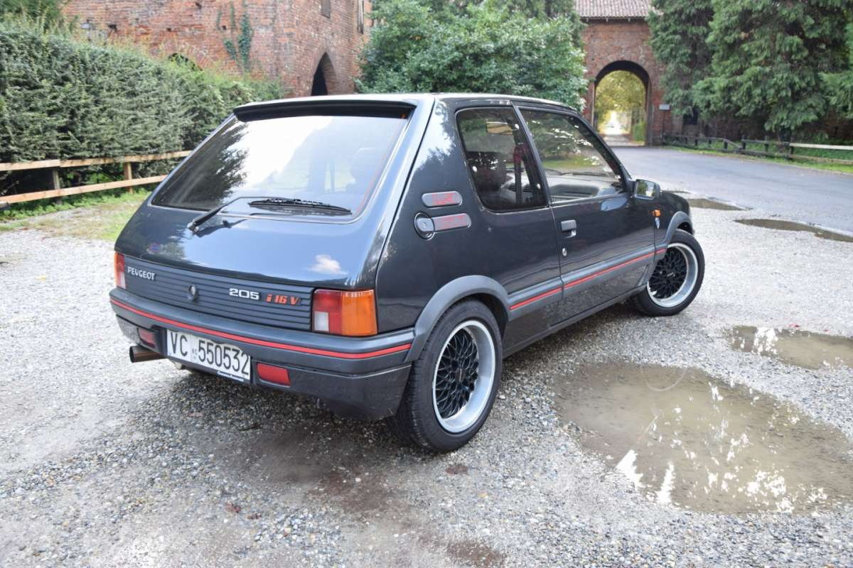 Peugeot 205 GTi 1.9 16V Gutmann laterale posteriore