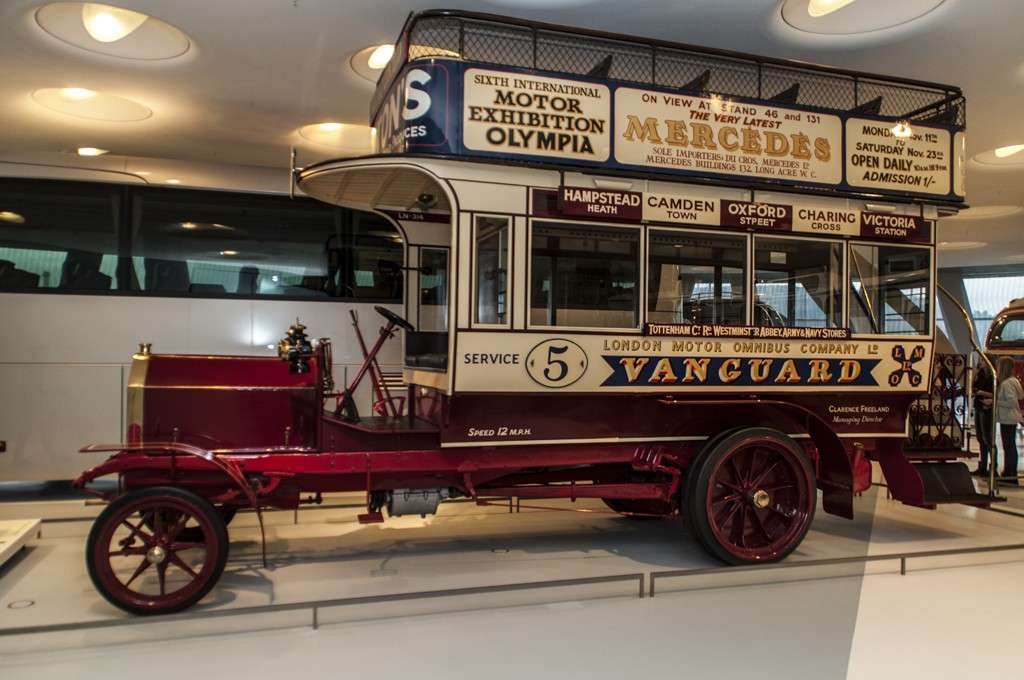 Museo Mercedes-Benz Stoccarda: l'autobus inglese a due piani
