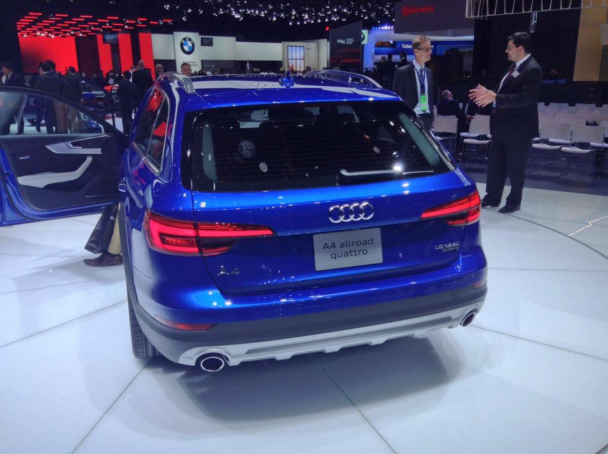 Audi A4 Allroad in blu