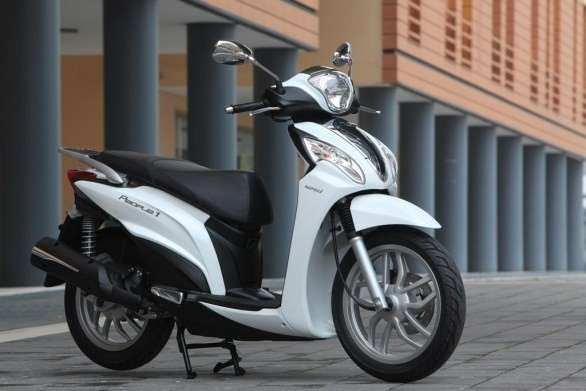 Kymco People One 125i angolo anteriore
