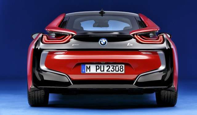 BMW i8 Protonic Red coda