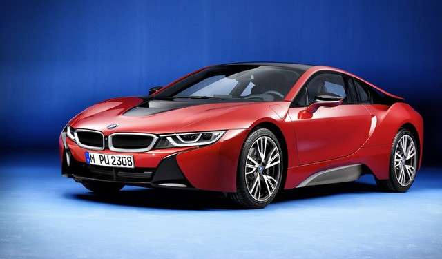 BMW i8 Protonic Red angolo anteriore
