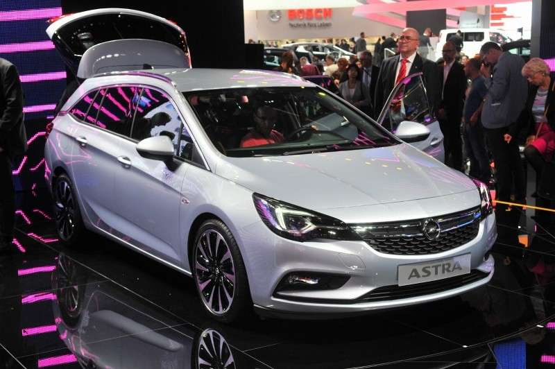 Opel Astra Sports Tourer piace il frontale