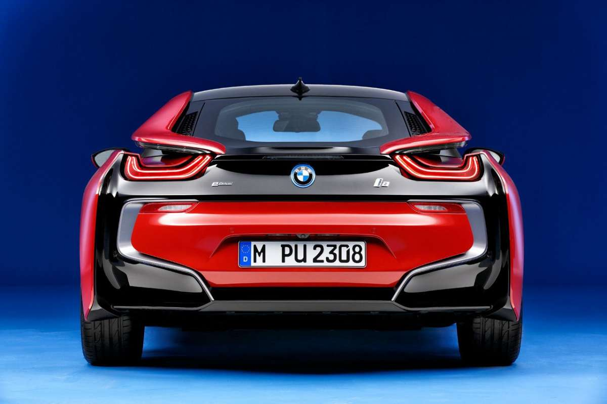 BMW i8 Protonic Red Edition posteriore