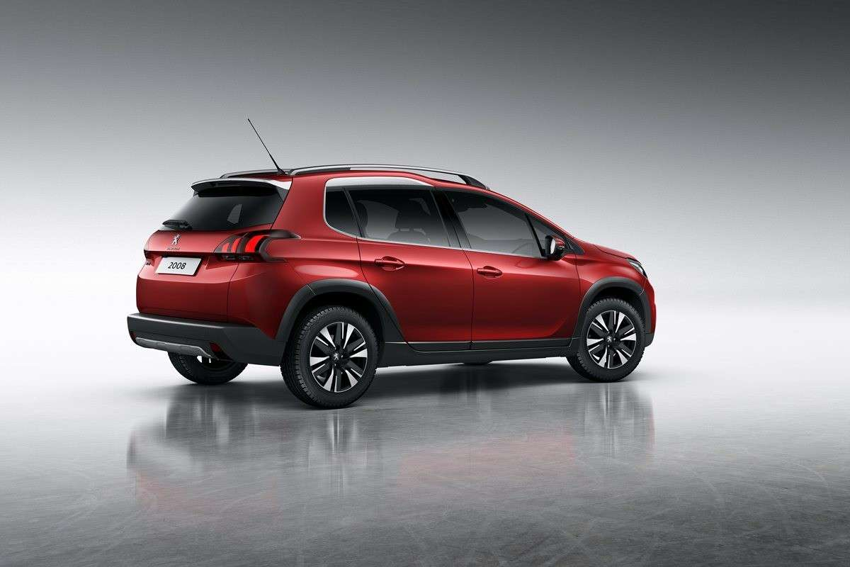 Crossover Peugeot 2008 restyling 2016