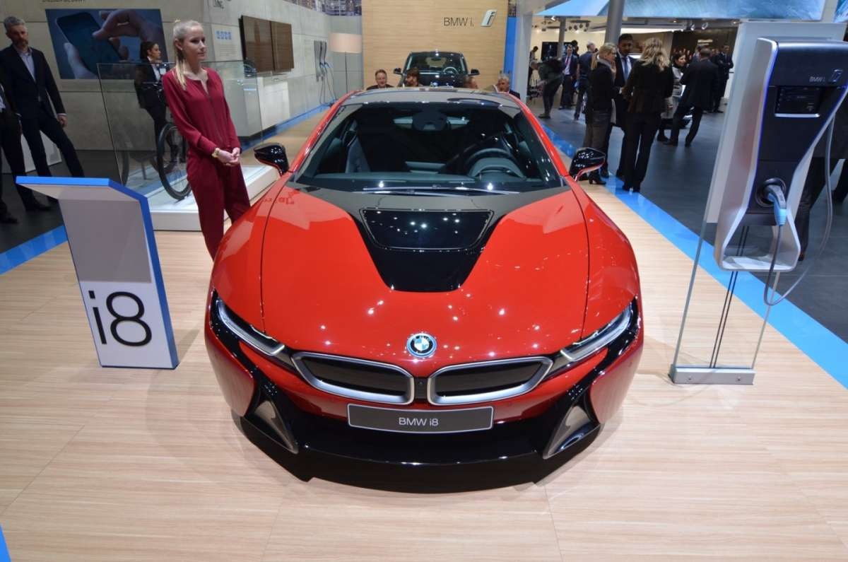 BMW i8 Protonic Red muso