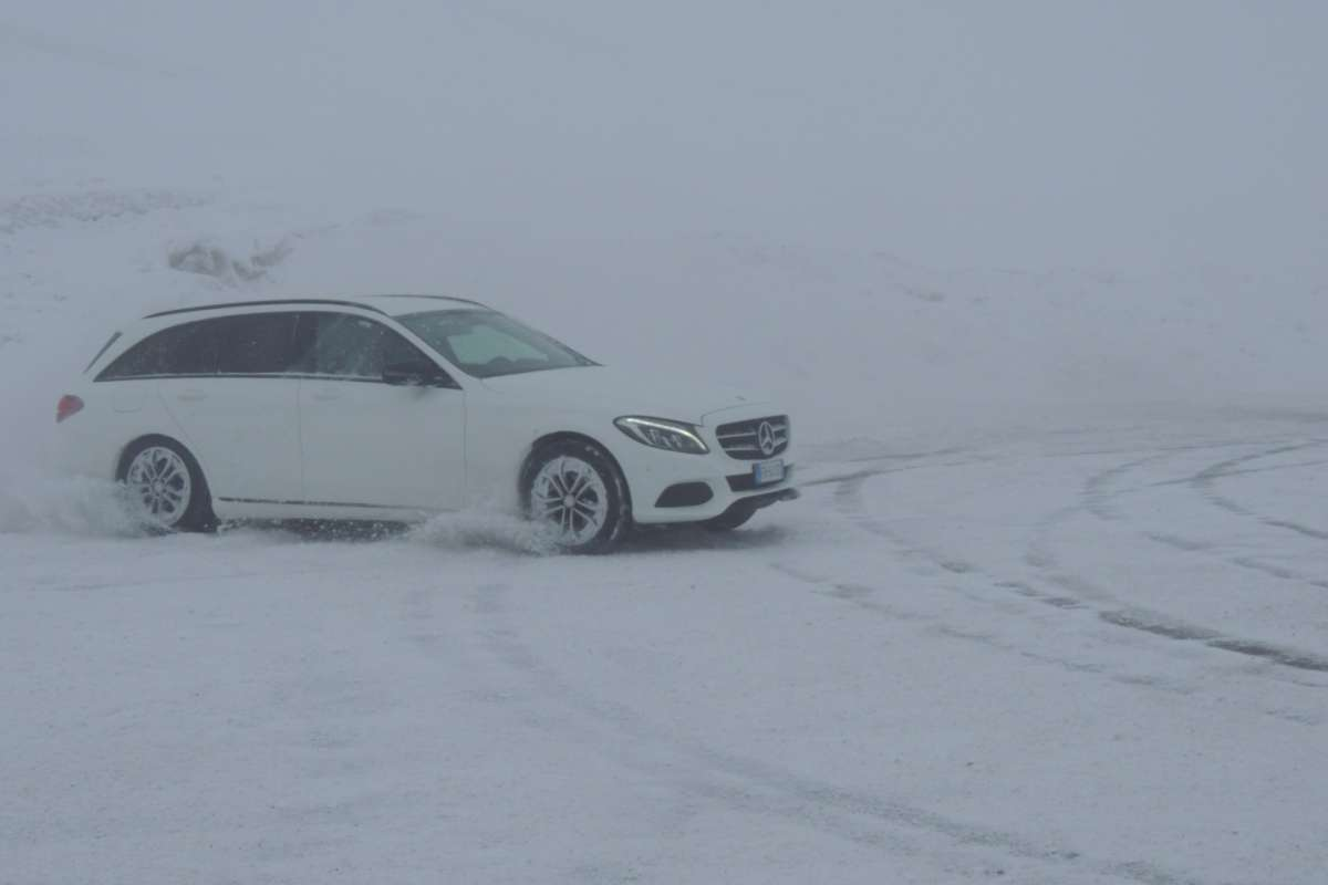 Mercedes C Station Wagon 220d 4MATIC sulla neve