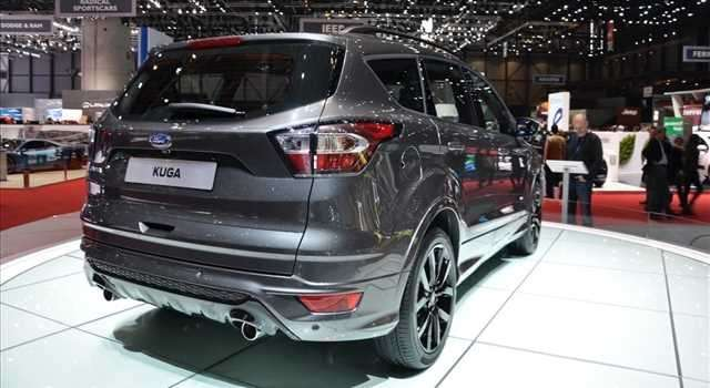 Ford Kuga, mostra le nuove forme.