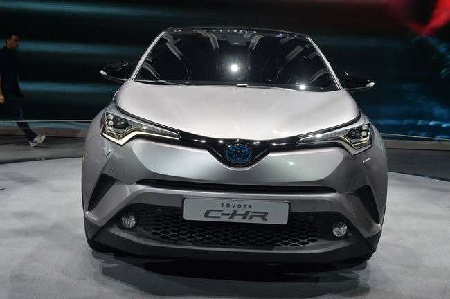 Toyota CH-R, il frontale