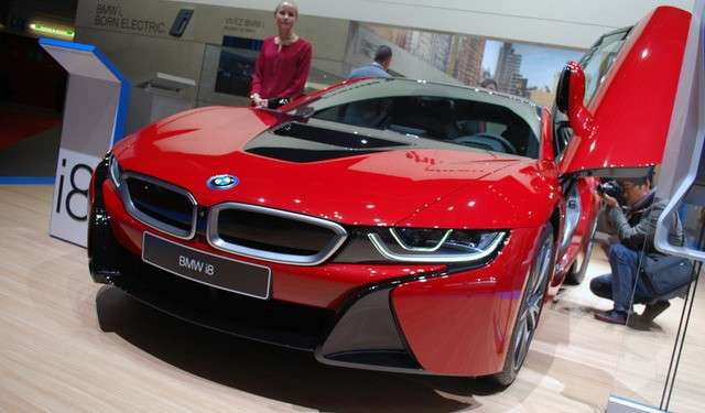 BMW i8 Protonic Red anteriore
