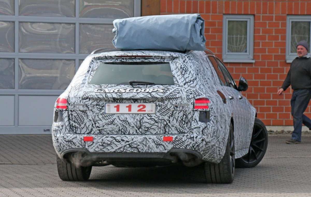 Mercedes E63 AMG wagon spy shot