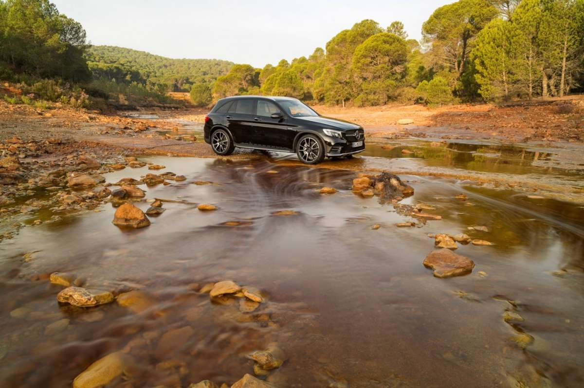 Mercedes AMG GLC 43 4Matic in fuoristrada